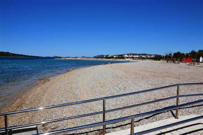 šljunčana plaža sirima